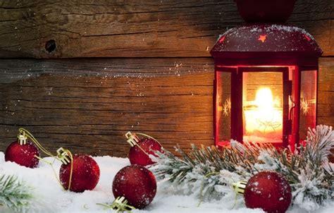 oboi zima sneg krasnyy fon ogon prazdnik shary oboi