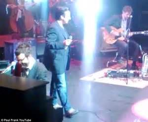 Journey's Steve Perry performs live for first time in 19 ...