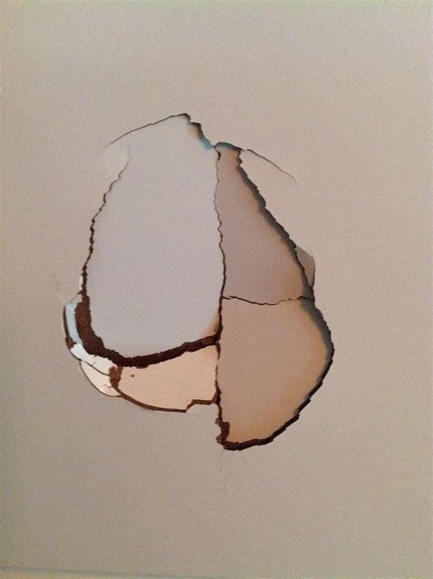 reparer un trou dans une porte trou dans ma porte de chambre blanc laque forum d entraide
