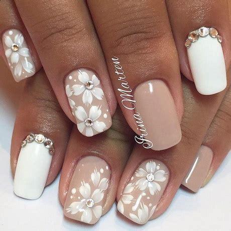unghie con fiori unghie bianche con fiori