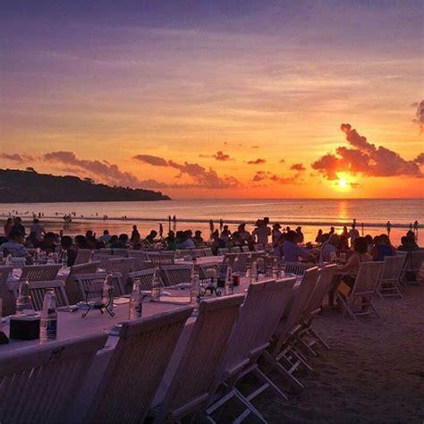 pantai jimbaran rasakan lezatnya seafood  suasana