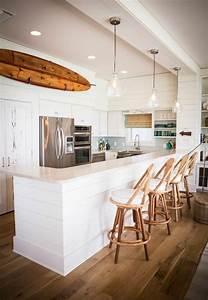 Deco Planche De Surf : d co salon planche de surf une cuisine blanche contemporaine et une planche d corative en ~ Teatrodelosmanantiales.com Idées de Décoration