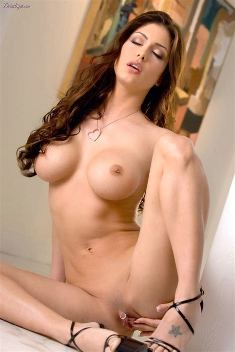 Jessica Jaymes in sexy shoes posing and showing her hot ...