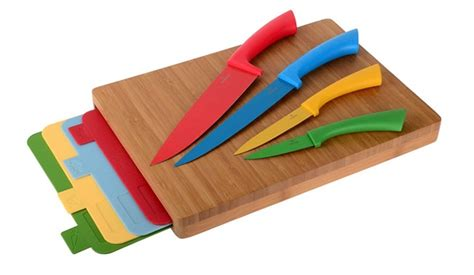 essential knives for the kitchen why are colour coded chopping boards important in
