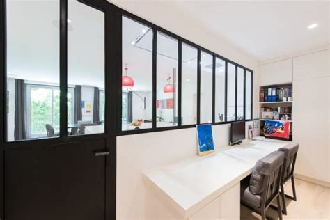 mobilier bureau entreprise bureau avec rangements pratiques et verriere