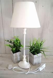 Shabby Chic Lampen : die besten 25 stehlampe landhausstil ideen auf pinterest schlafzimmer im landhausstil lampen ~ Orissabook.com Haus und Dekorationen