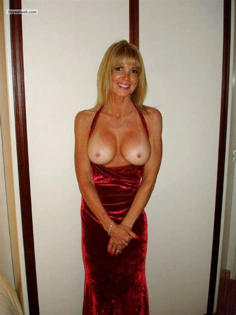 Milf In Cleavage Revealing Dress Nsfw Outfits Luscious