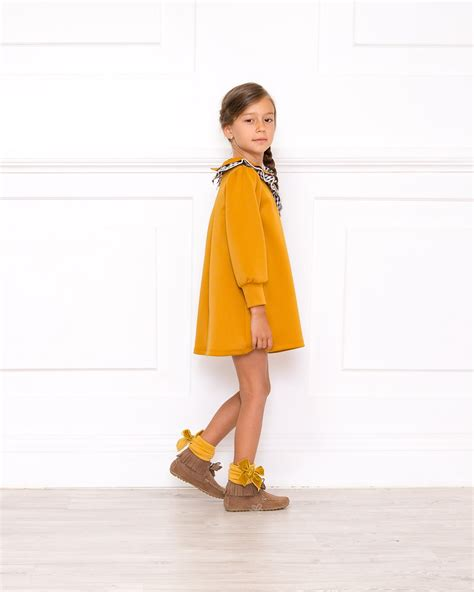 Outfit Vestido Neopreno Mostaza - Outfits   Missbaby