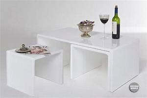Table Gigogne Design : table basse design blanc laqu table basse avec pouf table basse gigogne l acces ~ Teatrodelosmanantiales.com Idées de Décoration