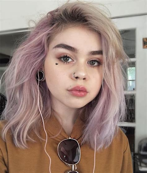 pin  cali reeves  morras  cabello corto cool hair color scene hair pastel pink hair