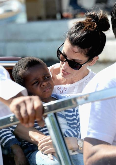 Sandra Bullock introduces adopted daughter Laila - NY ...