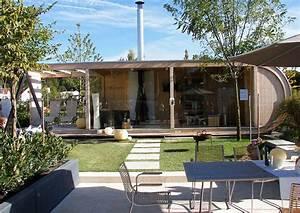überdachte Terrasse Holz : modernes gartenhaus mit gartensauna und berdachter terrasse ~ Whattoseeinmadrid.com Haus und Dekorationen