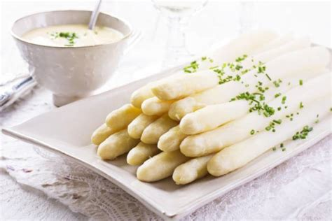 cuisine hollandaise recette recette de asperges blanches fondantes et sauce