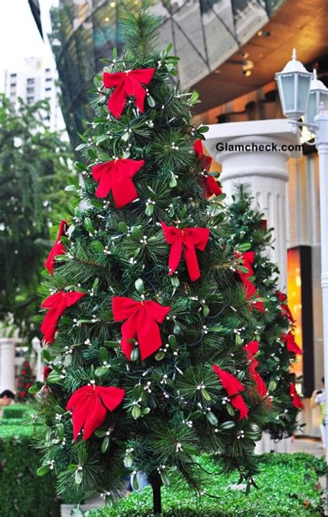 christmas tree decorations red bows holliday decorations