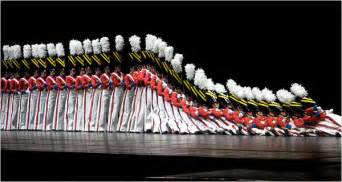 rockettes santas and other seasonal traditions the new york times