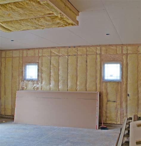 isoler un garage pour faire une chambre isolation d 39 une porte de garage enroulable
