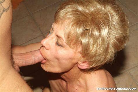 granny giving blowjob 2717