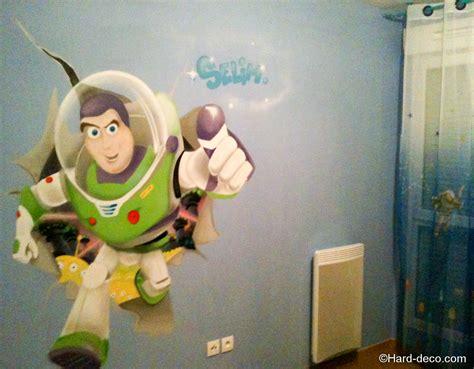 chambre buzz l lair deco buzz l 39 éclair pour une chambre de garçon deco