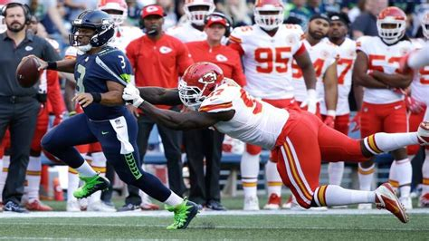 kc chiefs  seattle seahawks score halftime thoughts