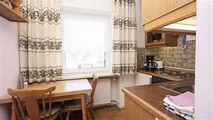 Kleine Küche Mit Essplatz : m nchen kleine ferienwohnung mit balkon in m nchen 1181 ~ Frokenaadalensverden.com Haus und Dekorationen