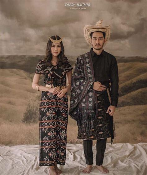khidmatnya sesi prewedding menggunakan pakaian adat daerah