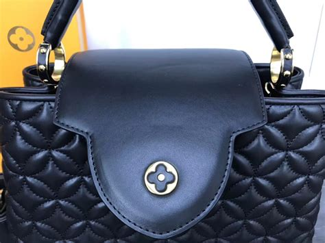 louis vuitton capucines pm noir