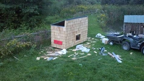 build your own coop 10 free pallet chicken coop plans you can build in a weekend the poultry guide