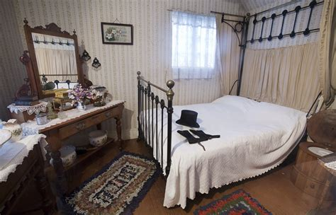File19th Century Bedroom, Auckland  0906jpg Wikimedia