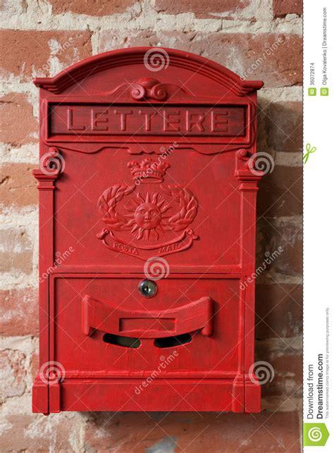 boite aux lettres vintage bo 238 te aux lettres en m 233 tal de vintage images stock image 36072874