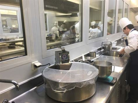 formateur cuisine masterclass sur le thème du sous vide à l école best arts