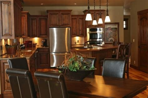 what color to paint kitchen cabinets with stainless steel appliances what color cabinets go with black appliances kitchen