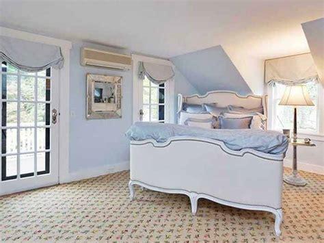big beds tour a charming tokeneke connecticut cottage