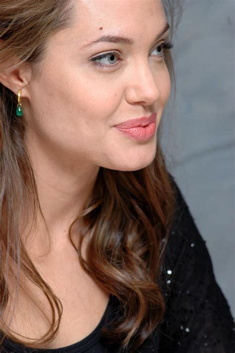 Popular Stars: Super Star Angelina Jolie