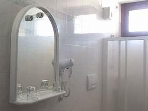 Dusche Mit Fenster : ferienwohnung margherita studio piccolo mit pool gardasee brenzone firma nascimbeni hotels ~ Bigdaddyawards.com Haus und Dekorationen