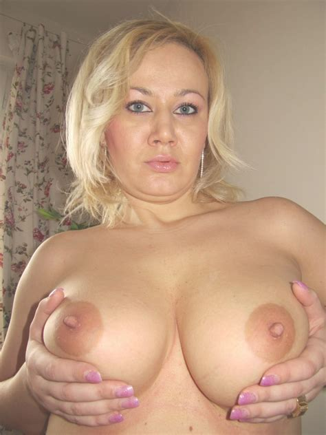 Perky Mature Fully Naked Full Size Picture