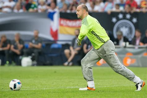 euro 2016 crystal palace legend gabor kiraly becomes