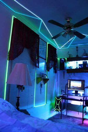 glow necklaces   cool ideas diy neon room