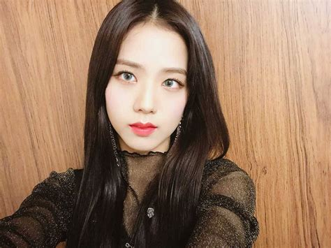 Im soo hyang, ji soo, and more discuss their characters and what they found captivating about when i was the most beautiful. Blackpink-Jisoo-selfie-4-Instagram-Photo-April-2018