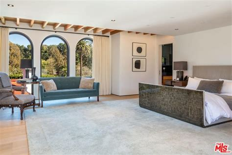 lori loughlins house hits  market  la celebrity