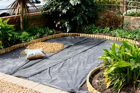 how to lay gravel this little house the front garden daisychains dreamers