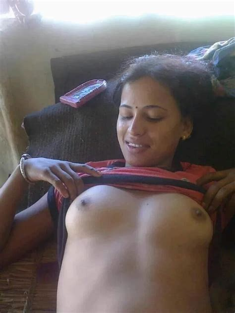 Hot Busty Desi Indian Bhabhies Arousing Boob Images