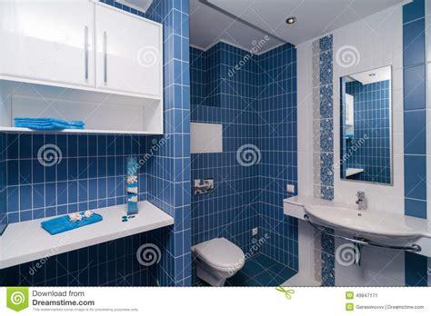 Moderne Badezimmer Blau by Modernes Blaues Badezimmer Stockbild Bild Luxus