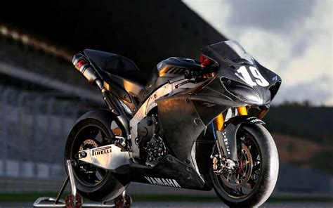 Yamaha Yzf R1 Pirelli Hd Wallpaper