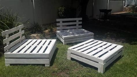 Patio Furniture Made From Pallets by Diy Designed Pallet Patio Furniture Set 101 Pallets