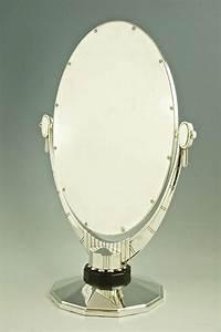 Spiegel Art Deco : an oval art deco mirror with beveled glass by atelier raynaud france at 1stdibs ~ Whattoseeinmadrid.com Haus und Dekorationen