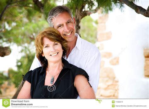 couples amour cuisine couples mûrs dans l 39 amour images stock image 11582074