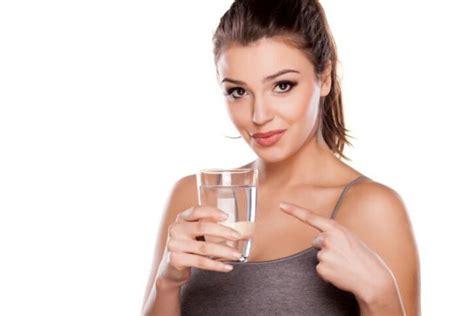 2 litri d acqua quanti bicchieri sono dieta 22 giorni programma rischi quanti chili si perdono