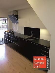 Schwarze Hochglanz Küche : h cker musterk che schwarze k che mit glasfronten hochgl nzend ausstellungsk che in lauf von ~ Sanjose-hotels-ca.com Haus und Dekorationen