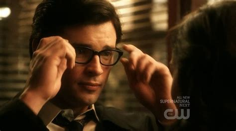 Henry Cavill Looks Hot in This First Look of Clark Kent ...