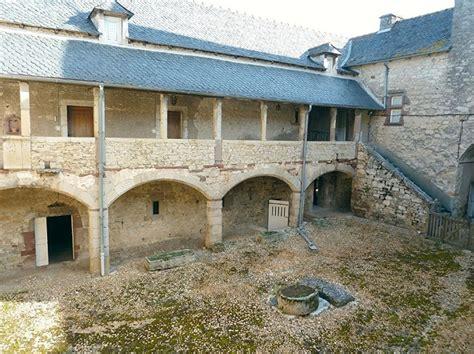 chambres d hotes gers midi pyrénées manoir médiéval à vendre